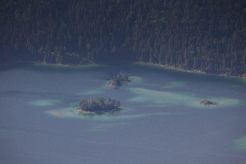 Blick von der Haltestelle Riffelriss auf den Eibsee