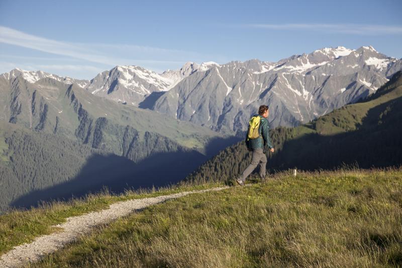 Am Weg ins Ridnauntal - Im Hintergrund der Botzer (3.251m)