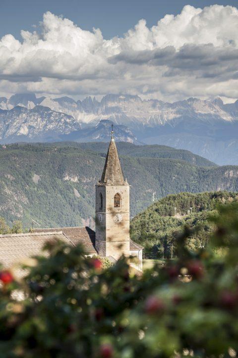 Blick von Jenesien zu den Dolomiten (Latemar)