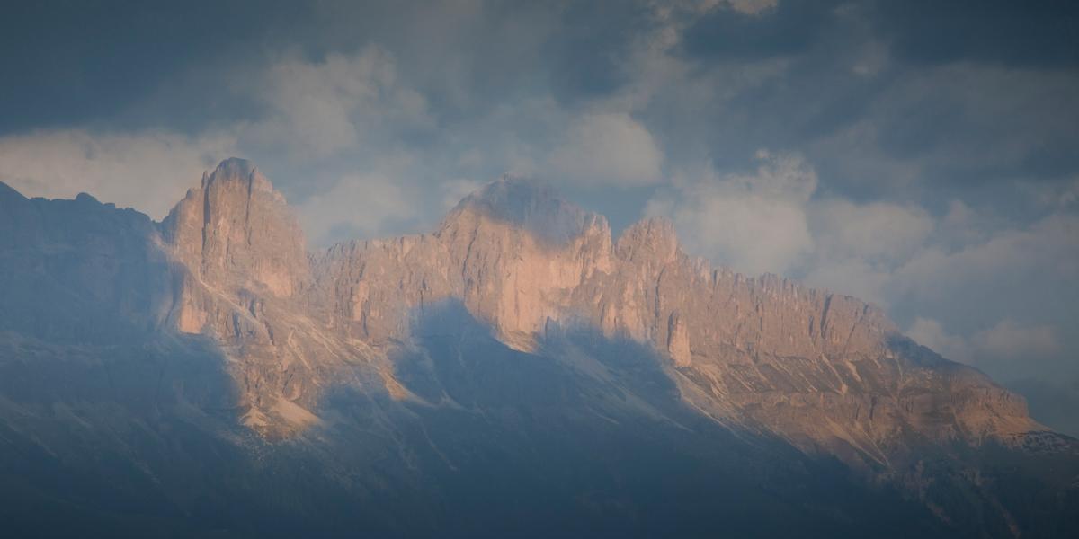 Morgendlicher Blick auf die Dolomiten